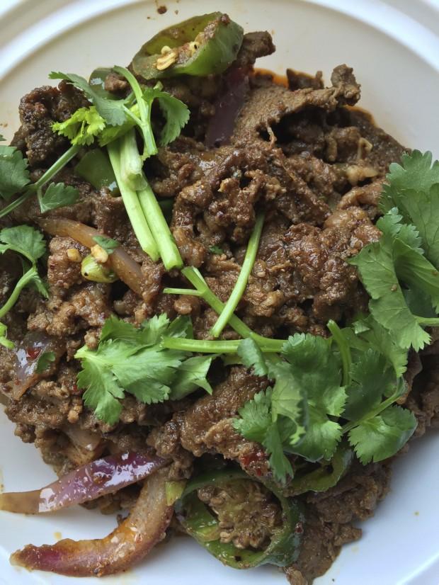 Carneiro picante com cominho, um dos pratos mais vendidos no Xi'an. (Crédito: Marcelo Bernardes)