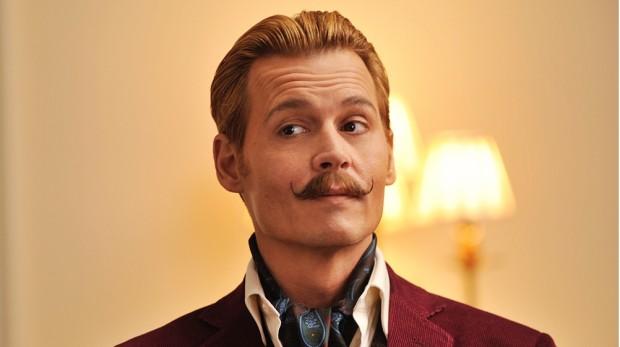 """O bigode falso de Johnny Depp na comédia """"Mortdecai"""" não cativou público (Crédito: Divulgação)"""
