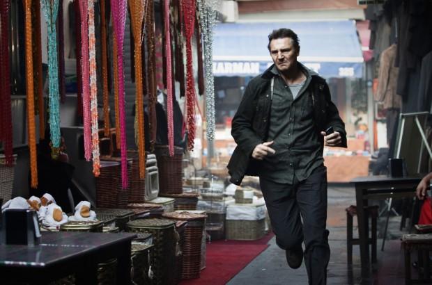 Quando Liam Neeson (em cena de Perseguição Implacável) vinga a morte de algum integrante da família dele, o lucro é certo. (Crédito: Divulgação)
