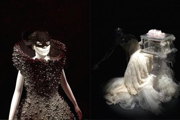 Dois vestidos do designer inglês Alexander McQueen: o de noiva Pagan Poetry, de 2011, e o Bell Dress, com bolas de metal, de 2004. (Crédito: Marcelo Bernardes)