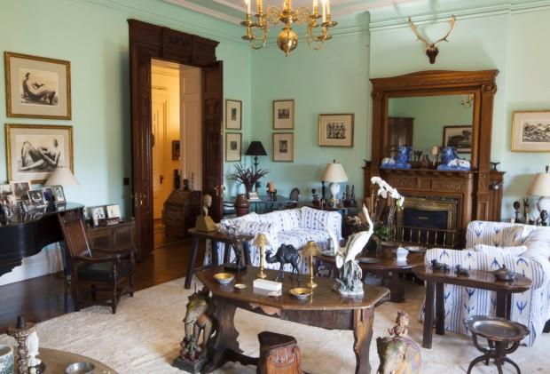 Sala principal do apartamento da atriz no famoso prédio Dakota (Crédito: Divulgação)