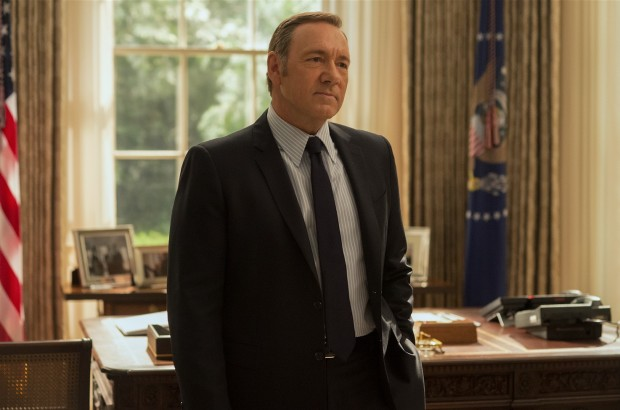 Maquiavelismo interiorizado pela o presidente Underwood (Kevin Spacey) a jogar game mais cerebral. (Crédito: David Giesbrecht para Netflix)