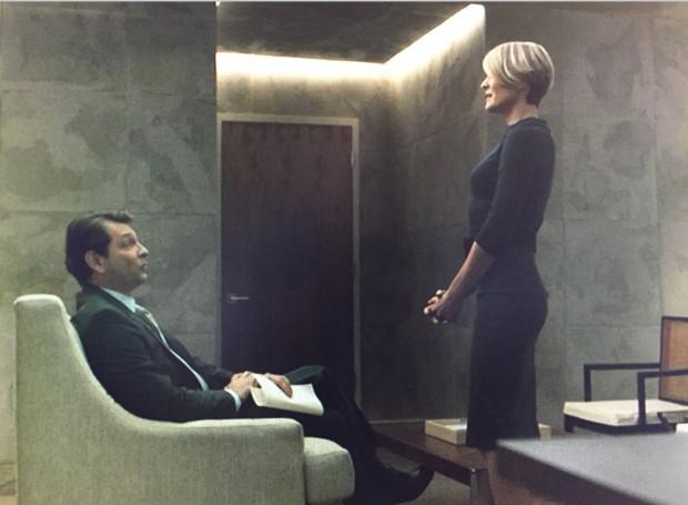 """Sokovikov em cena com Robin Wright em """"House of Cards"""". (Crédito: Divulgação)"""