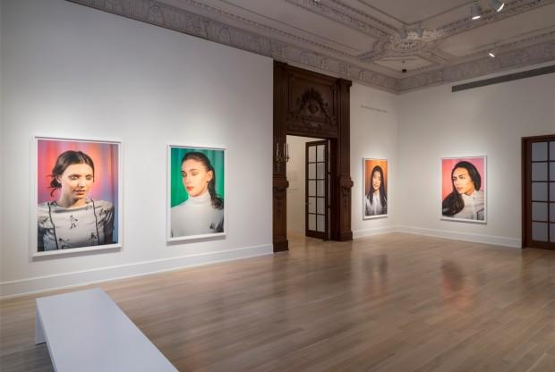 Salão do Jewish Museum com as fotos de Laurie Simmons (Crédito: Divulgação)