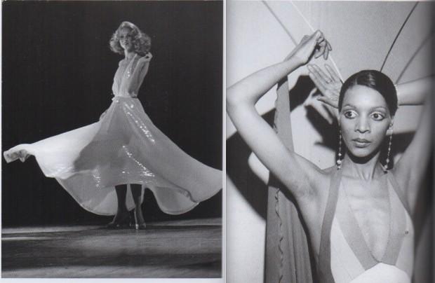 As modelos Karen Bjornson (usando vestido Halston) e Ramona Saunders (em roupa de Stephen Burrows). (Crédito: Bill Cunningham/Divulgacão)
