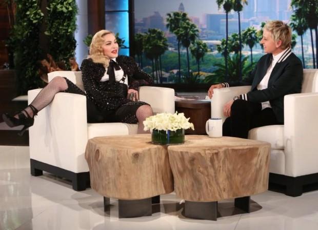Ontem à tarde, DeGenere entrevistou Madonna em seu programa. (Crédito: Michael Rozman/Warner Bros.)