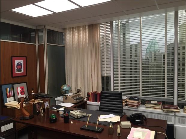 Réplica, em tamanho normal, do escritório de Don Draper, à mostra em museu no Queens, em Nova York. (Foto: Marcelo Bernardes)