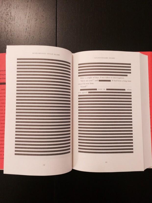 Páginas riscadas do livro de Mohamedou Ould Slahi. (Crédito: Reprodução)