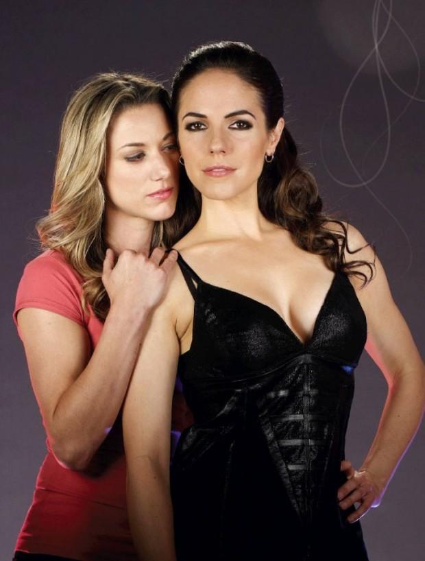 Gays como vampiras: Zoie Palmer e Anna Silk no seriado canadense Lost Girl, da rede SyFy. (Foto: Divulgação)