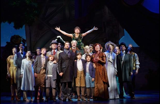 """O elenco de """"Finding Neverland"""" em cena apoteótica do musical. (Foto: Divulgação)"""