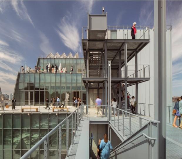 Lateral do museu que tem vista para todos os lados de Nova York. (Foto: Divulgação)