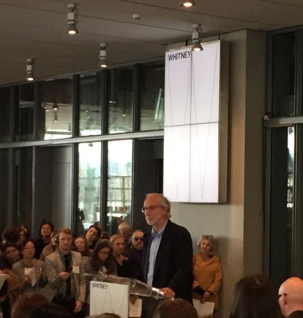 """O arquiteto italiano Renzo Piano participa da coletiva para a imprensa no lobby do Whitney. """"Do lado leste, o museu dialoga com a cidade de Nova York, do lado oeste, com o resto do mundo"""", ele disse. (Foto: Marcelo Bernardes)"""