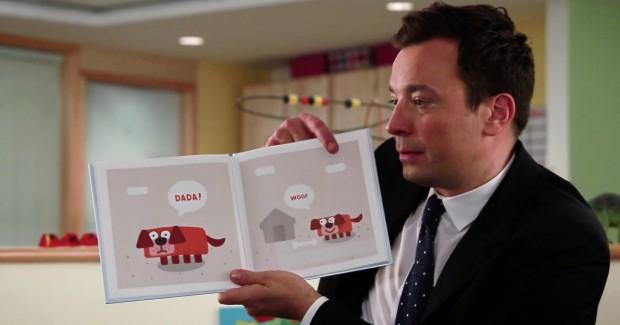 """Jimmy Fallon mostra como um cão-papai tenta ensinar o filhote a dizer a palavra """"papai"""", em trecho de seu novo livro, """"Dada"""". (Foto: Divulgação)"""
