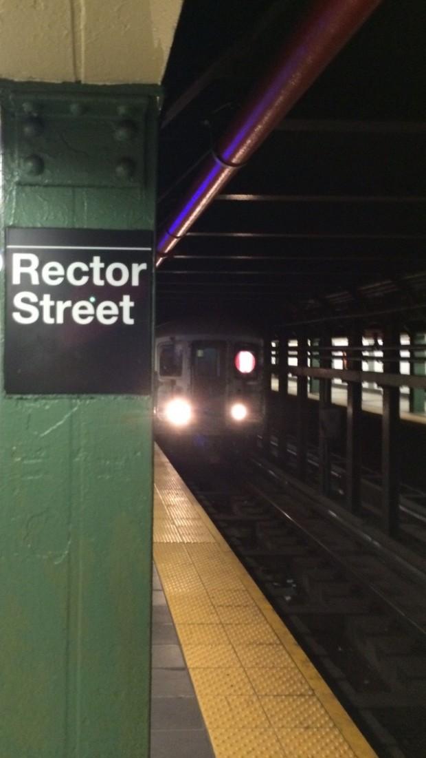 Estações de metrô de Nova York, como esta na região de Wall Street, ficam de 5 a 10 graus mais quentes que a temperatura da rua durante o verão. (Foto: Marcelo Bernardes)