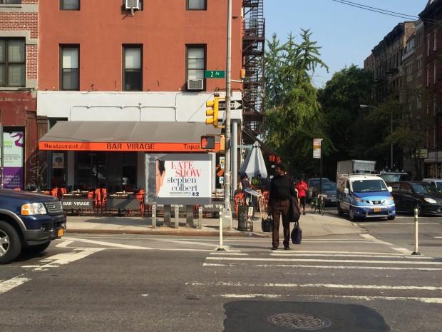 No bairro do East Village, mis anuncios do show de Colbert, este num quiosque telefônico. (Crédito: Marcelo Bernardes)