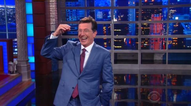 Stephen Colbert ao entrar no palco do Ed Sullivan. (Foto: Reprodução)