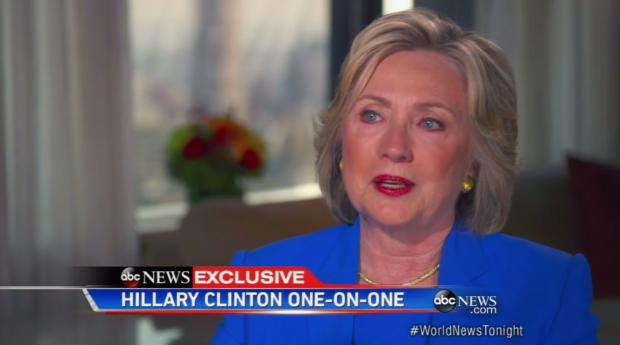 Hillary Clinton fica com os olhos marejados ao falar sobre a mãe em entrevista excluiva hoje á noite a rede ABC. (Foto: Reprodução)
