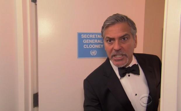 George Clooney em esquete de filme falso em que ele interpreta o secretário-geral das Nações Unidas. (Foto: Reprodução)