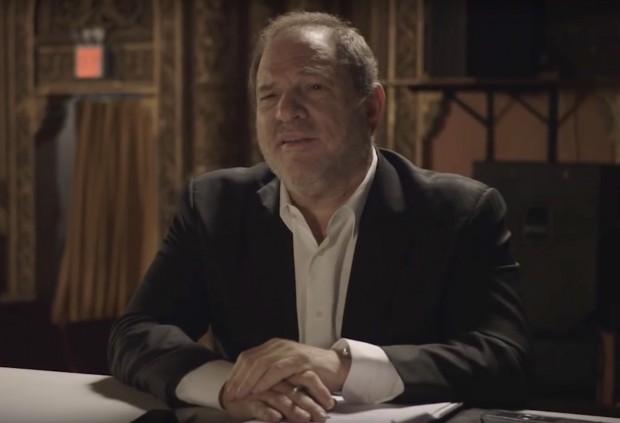 """O produtor Harvey Weinstein interpreta si próprio em """"Doll & Em"""" (Foto: Reprodução)"""