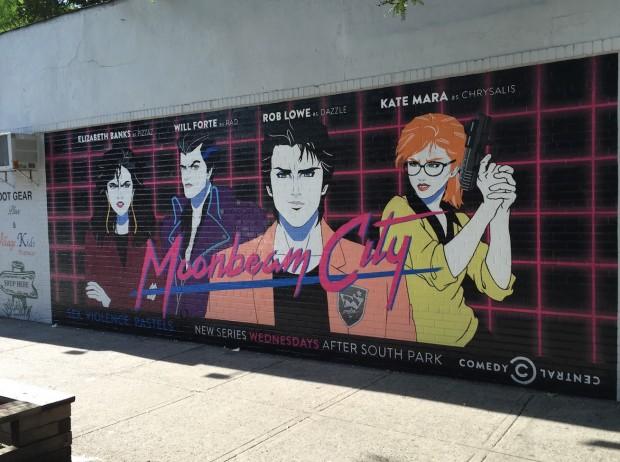 """Pôster do novo seriado de animação """"Moonbeam City"""" em rua de Manhattan. (Foto: Marcelo Bernardes)"""