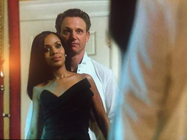 """Romance secreto entre Olivia Pope e o presidente Fritz Grant (Tony Goldwyn) continua na Quinta Temporada de """"Scandal"""". (Foto: Reprodução)"""