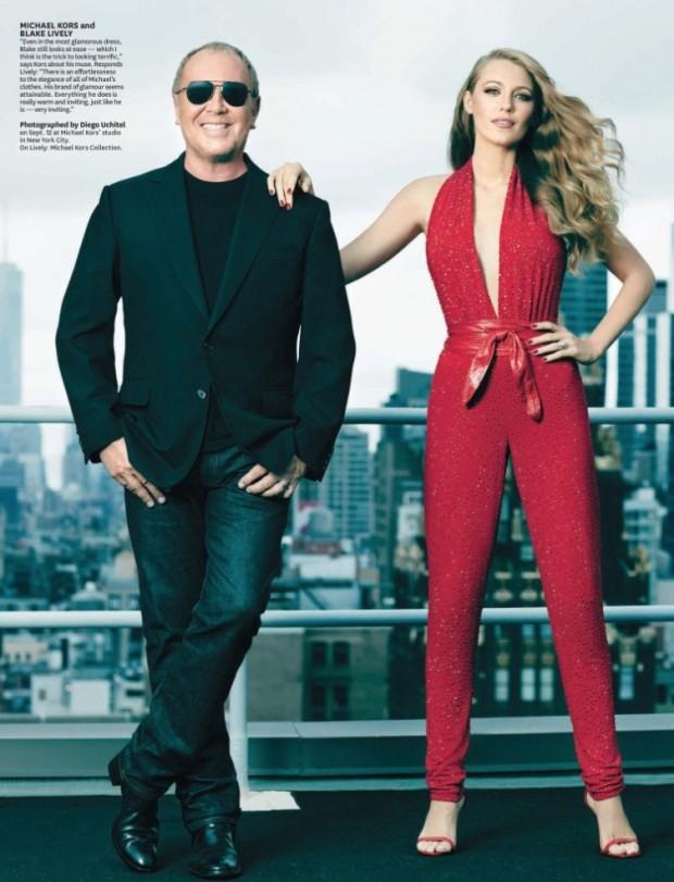Blake Lively posa com o designer Michael Kors, no topo do prédio do escritório do designer em Nova York. (Foto: Reproducão)