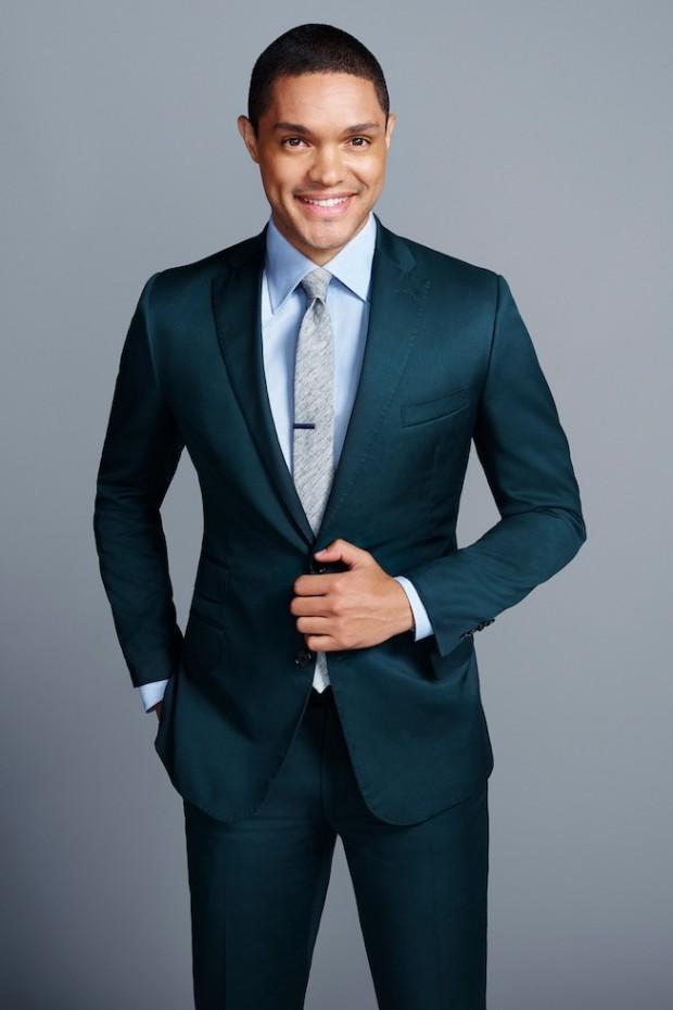 Com seu grande sorriso colgate e ternos de corte rente ao corpo, Trevor Noah faz um estilo mais cool. (Foto: Peter Yang/Comedy Central)