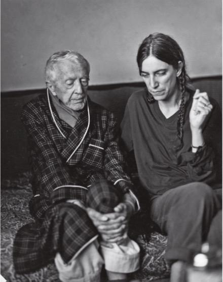 """Depois de entrevistar o escritor Paul Bowles, em Tângier, para a """"Vogue"""" alemã em 1997. (Foto: Reprodução)"""