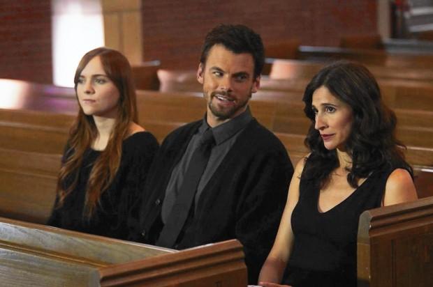 """O trio protagonista de """"Casual"""", nova série do Hulu: a adolescente promíscua Laura (Tara Lynne Barr) com o tio hedonista (Tommy Dewey) e a mãe recém-divorciada (Michael Watkins)"""