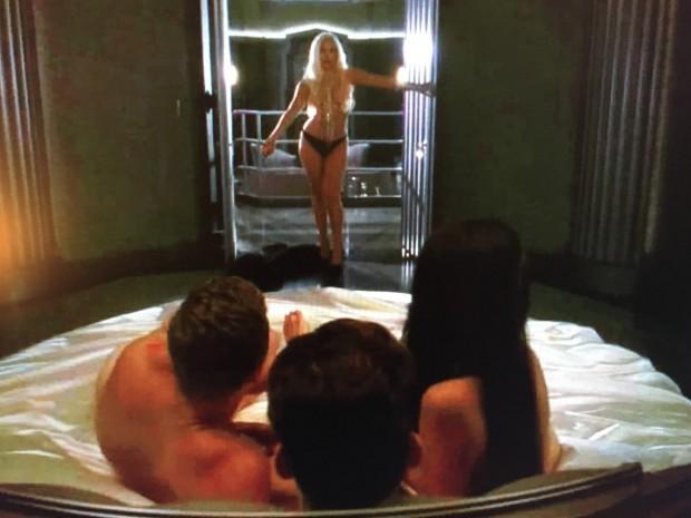 """Gaga chega para cena de orgia em """"AHS"""". (Foto: Reprodução)"""
