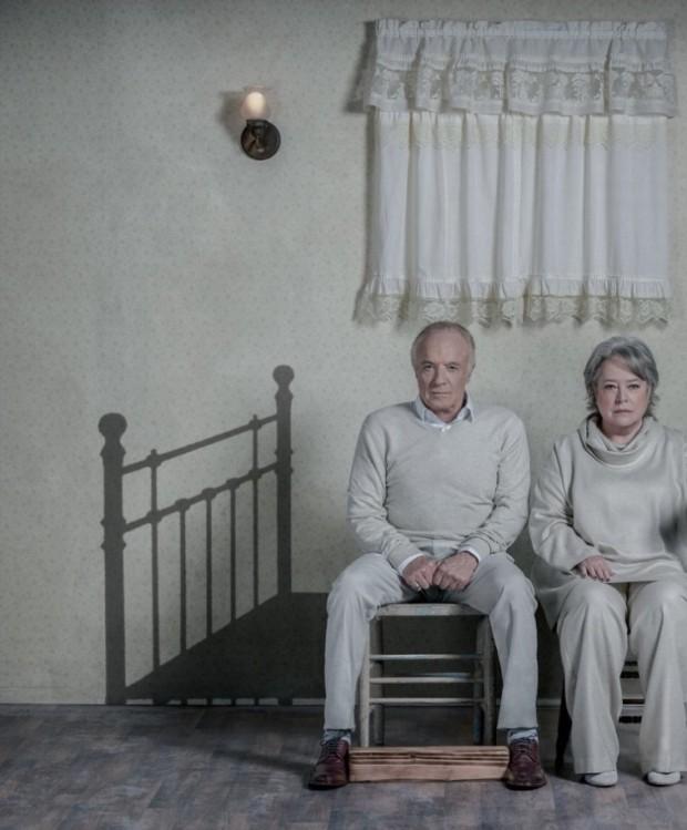 """James Caan e Kathy Bates, protagonistas de """"Louca Obsessão"""", baseado em livro de Stephen King e que rendeu um Oscar para Kathy. (Foto: Reprodução)"""