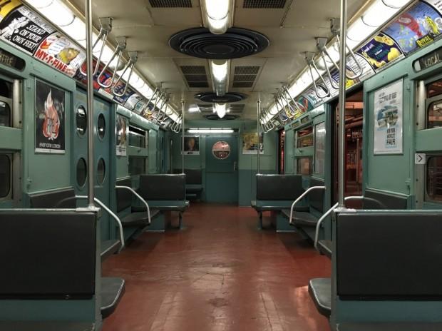 Interior do trem R11/R34 usado por Steven Spielberg. Ele está em exposição permanente no Museu de Transporte Público, no Brooklyn.(Foto: Marcelo Bernardes)