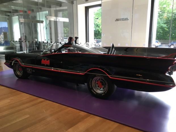 Um dos três Batmóveis originais está exposto no lobby do museu New-York Historical Society. (Foto: Marcelo Bernardes)