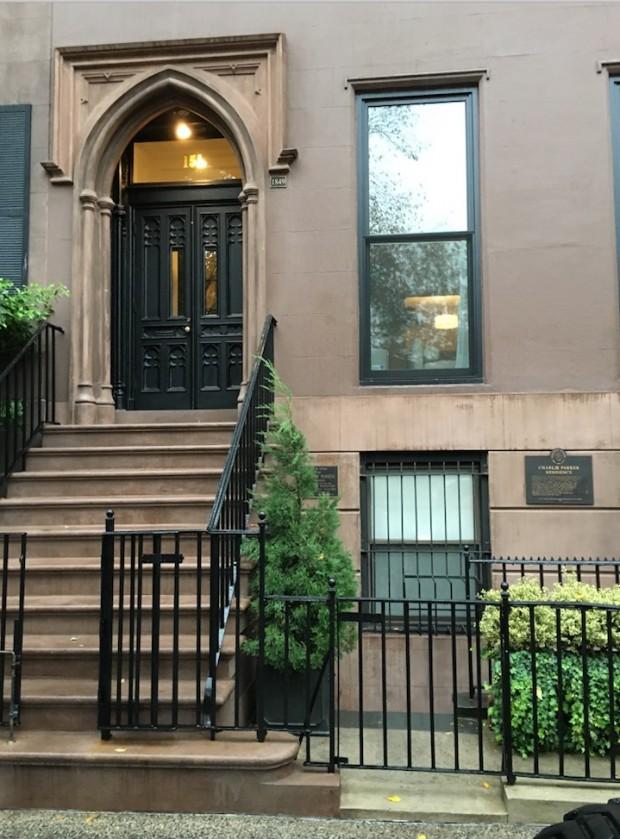 Frente da casa de quatro andares de Charlie Parker, no bairro  do East Village. (Foto: Marcelo Bernardes)