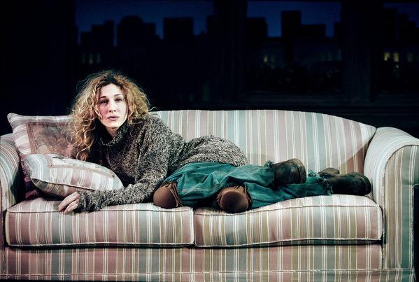 Sarah Jessica Parker foi a cachorrinha Sylvia em 1995, na Broadway. (Foto: Reprodução)