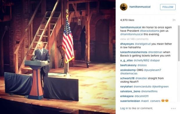 """Barack Obama no palco do Richard Rodgers hoje à noite, discursando para convidados especiais, antes da apresentação de """"Hamilton"""""""