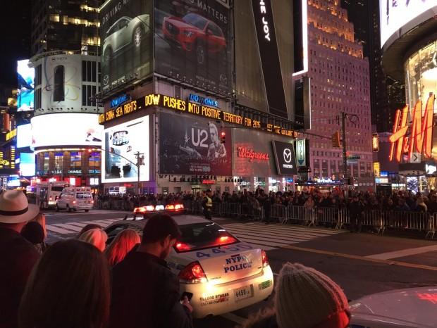 """Policiais de Nova York fecharam várias ruas na região do Times Square enquanto Obama e 1300 convidados assistiam """"Hamilton"""". (Foto: Marcelo Bernardes)"""