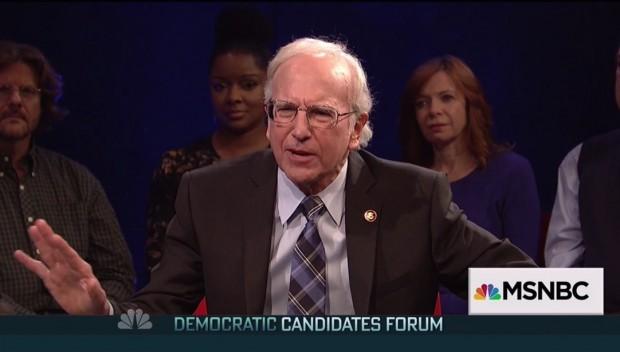 Larry David faz imitação do candidato democrata Bernie Sanders. (Foto: Reprodução)