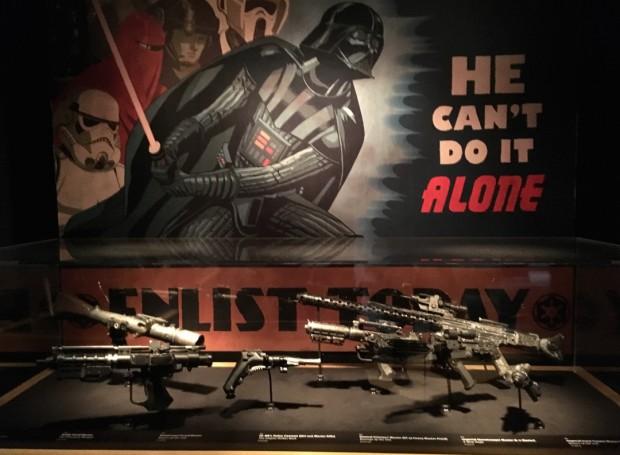 """Armas usadas nos filmes """"Star Wars"""". (Foto: Marcelo Bernardes)"""
