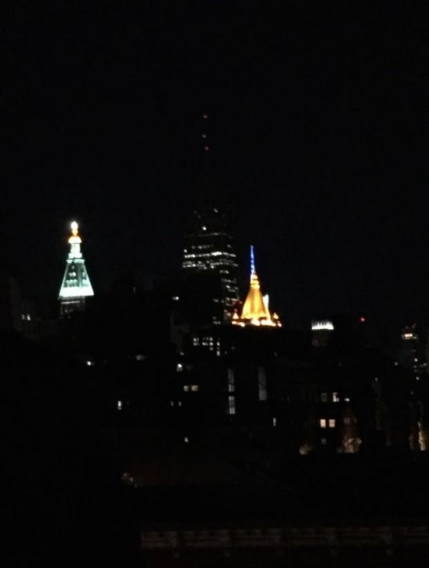 A torre do Empire State Building totalmente às escuras hoje à noite. (Foto: Marcelo Bernardes)