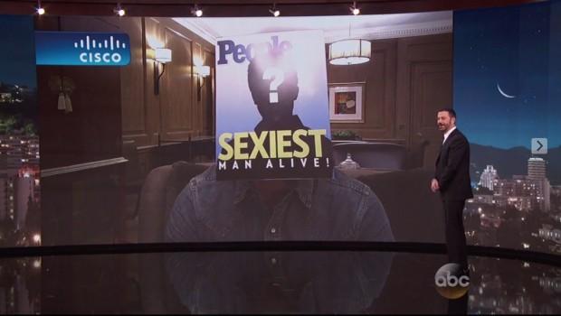 """Jimmy Kimmel ajudou a plateia a descobrir a identidade do homem mais sexy do mundo, segundo a revista """"People"""". (Foto: Reprodução)"""