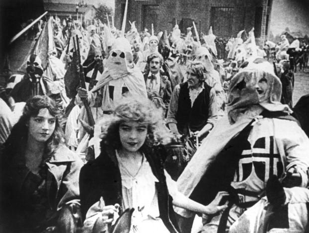 """A atriz Lilian Gish em cena do clássico """"O Nascimento de uma Nação"""", um dos piores filmes para os historiadores."""