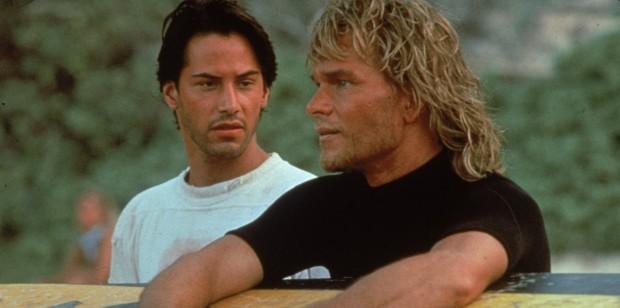 Keanu Reeves e Patrick Swayze no filme original de Kathryn Bigelow. (Foto: Reprodução)