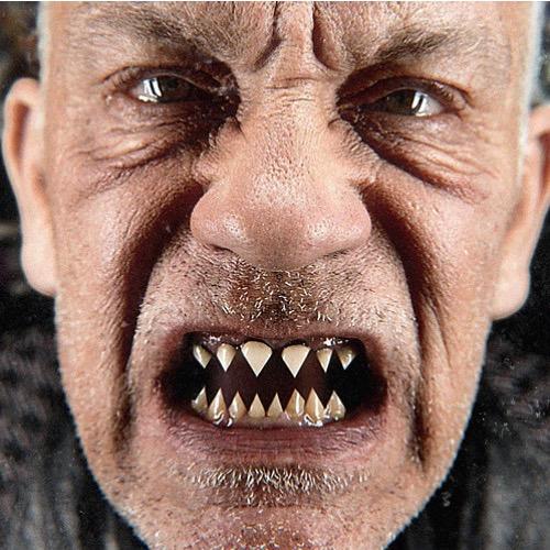 "John Malkovich, em foto promocional, de Sandro Miller, para o álbum ""Like a Puppet Show""."