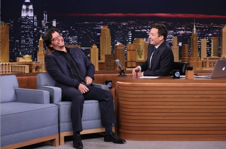 Wagner Moura é entrevistado por Jimmy Fallon hoje à tarde, em Nova York. (Foto: Douglas Gorenstein/NBC)