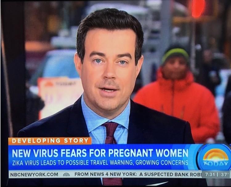 """O apresentador Carson Daly, do """"Today"""", introduziu a reportagem sobre o zika. (Foto: Reprodução)"""