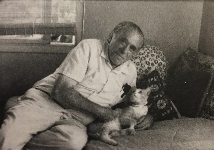 Bukowski e o Beeker. (Foto: Linda Lee Bukowski)