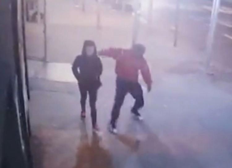 Câmera de rua captou o momento em que Amanda foi atingida. (Foto: Polícia de NY)