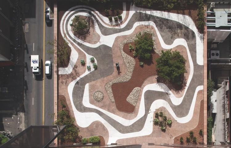 Jardim criado por Burle Marx para a cobertura da sede do Banco Safra, em São Paulo. (Foto: Leonardo Finotti)