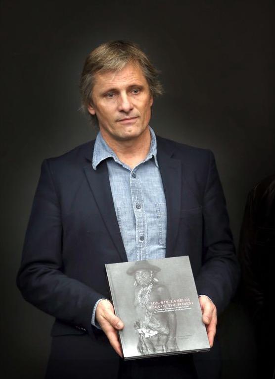 O ator Viggo Mortensen, dono da editora Perceval Press, promove seu novo livro sobre culturas indígenas em Mato Grosso e no Paraguai. (Foto: Divulgação)
